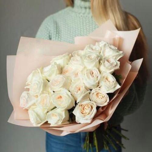 Купить на заказ Букет из 31 белой розы с доставкой в Лисаковске