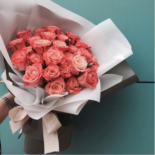 Купить на заказ Букет из 31 розовой розы с доставкой в Лисаковске