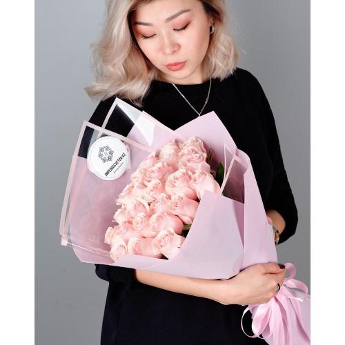 Купить на заказ Букет из 25 розовых роз с доставкой в Лисаковске