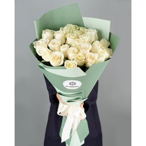 Купить на заказ Букет из 25 белых роз с доставкой в Лисаковске