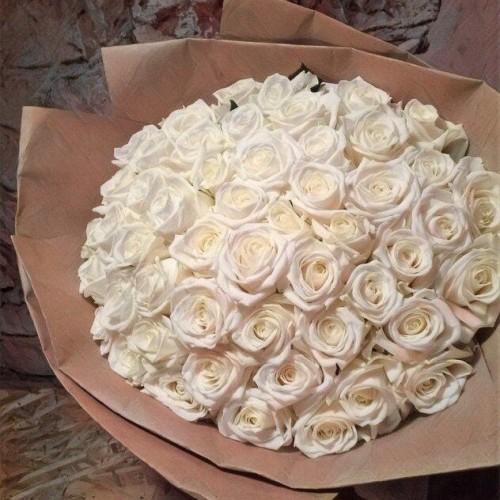 Купить на заказ Букет из 101 белой розы с доставкой в Лисаковске